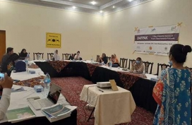 NRSP_s-Tando-Muhammad-Khan-staff-being-trained-on-programme-protocols